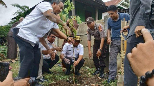 Iqbal Suhaeb Apresiasi Penanaman Pohon dan RTH Polrestabes Makassar