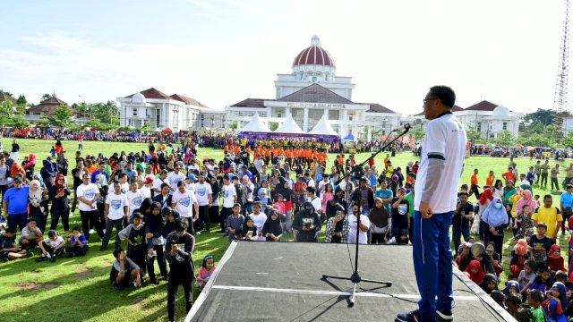 Nurdin Abdullah-Judas Amir Jalan Sehat Bareng KNPI di Palopo