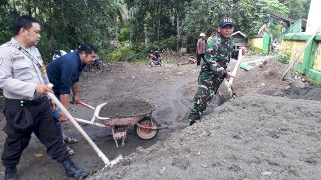 Gotong royong pembangunan masjid di Desa Kanrung, Kecamatan Sinjai Tengah, Kabupaten Sinjai. (ist)