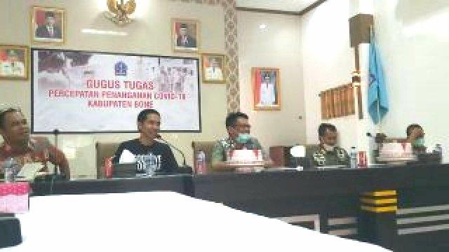 Bincang media penanganan virus corona dan ketersediaan bahan pokok di Aula Latea Riduni Rujab Bupati Bone. (ist)
