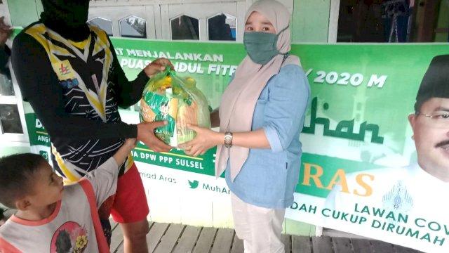 M Aras Salurkan 700 Paket Sembako ke Warga Barru
