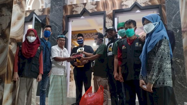 RAI Makassar Serahkan Bantuan ke Masjid Hajjah Talla di Antang
