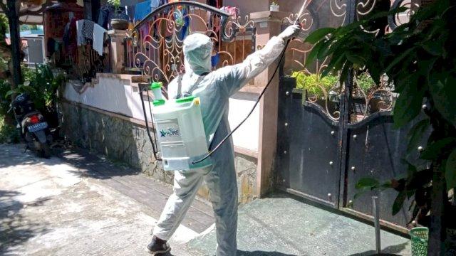 Cegah Penyebaran Covid-19, XL Home Semprot Disinfektan di Perumahan Makassar