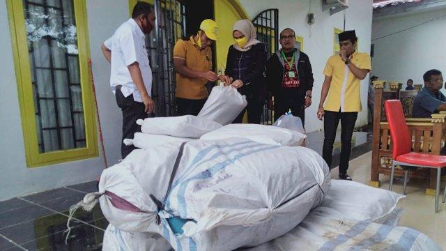 Ince Salurkan Bantuan untuk Korban Bencana Jeneponto