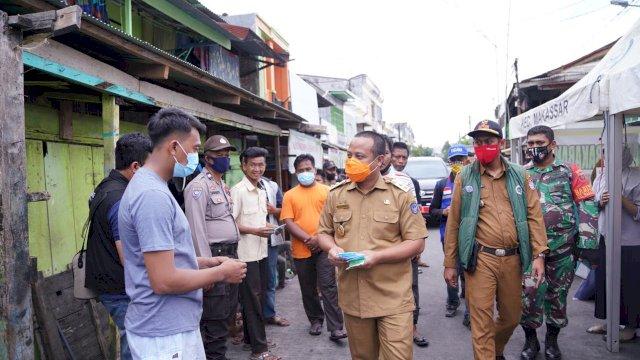 Bawa Bantuan ke Lokasi Kebakaran di Kerung-Kerung, Wagub Sulsel Bagi-bagi Masker