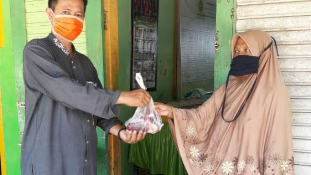 Cegah Penyebaran Covid-19, Daging Kurban Pemkab Gowa Diantar Langsung ke Rumah Warga