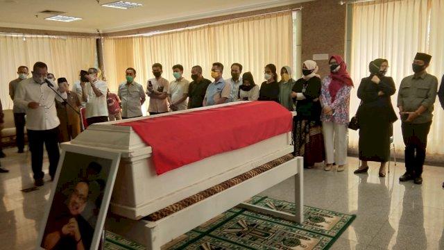 Pelepasan jenazah anggota DPRD Sulsel Ince Langke di DPRD Sulsel. (Sulselsatu/Jahir Majid)