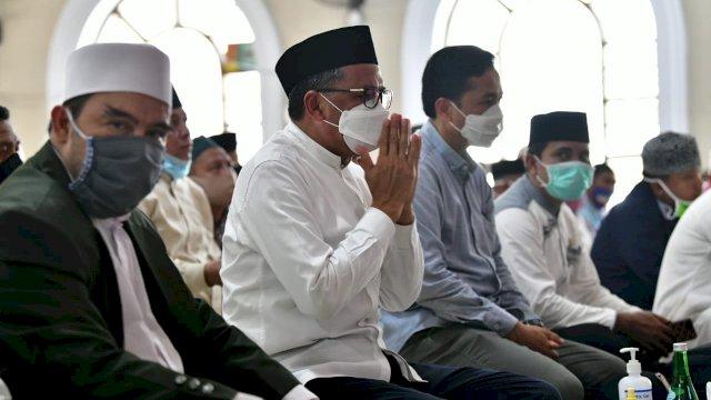 Cek Kebutuhan Warga, Nurdin Abdullah Keliling Pulau di Makassar
