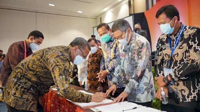 Disaksikan Menpan RB, Taufan Pawe Mou Dengan Gubernur Sulsel Tentang Percepatan Investasi