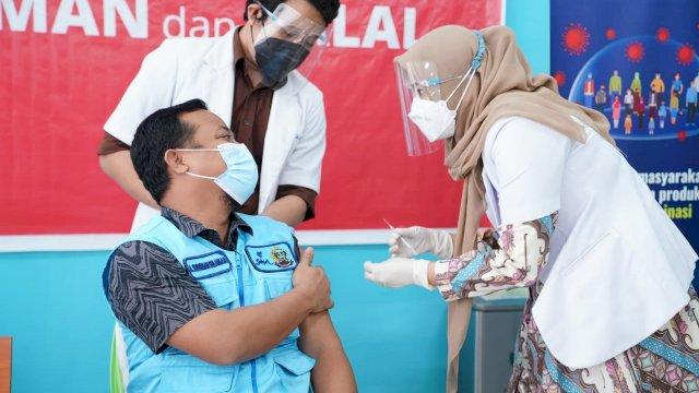 Suntik Vaksin Tahap II, Wagub Semringah, Ketua DPRD Sulsel Ngevlog