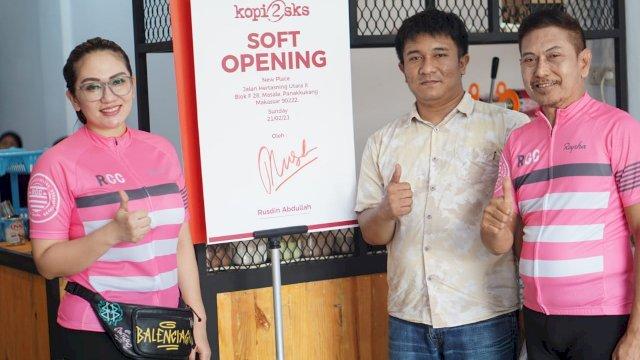 Pengusaha Rusdin Abdullah Lakukan Soft Opening Warkop 2 SKS di Hertasning