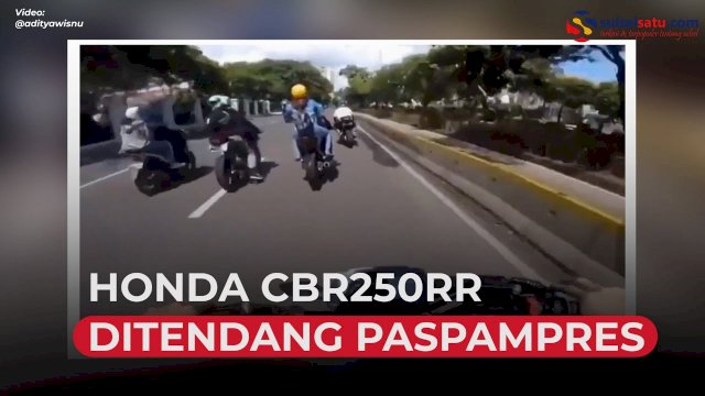 VIDEO: Nekat Terobos Ring 1, Pengendara Honda CBR250RR Ditendang Paspampres