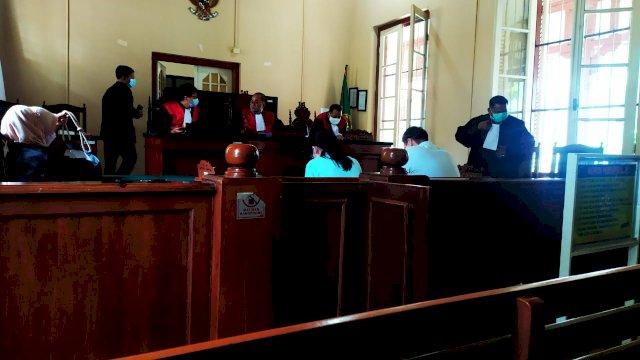 Dikriminalisasi, Hakim Vonis Bebas Bernadus Setiawan dan Menita Sutedja