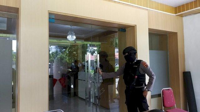 "6 Personil KPK ""Obrak-abrik"" Kantor Rudy Djamaluddin"