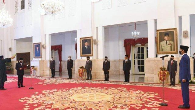 Pelantikan Indriyanto Seno Adji sebagai Anggota Dewan Pengawas KPK. Foto: Twitter Jokowi.