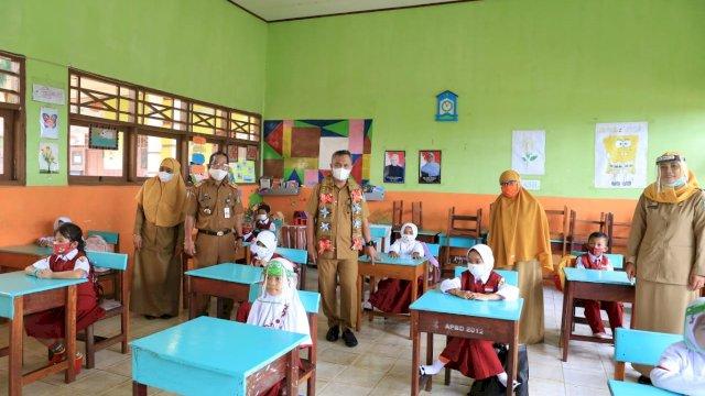 Bupati Luwu Timur Tinjau Uji Coba Sekolah Tatap Muka (Foto/ist)