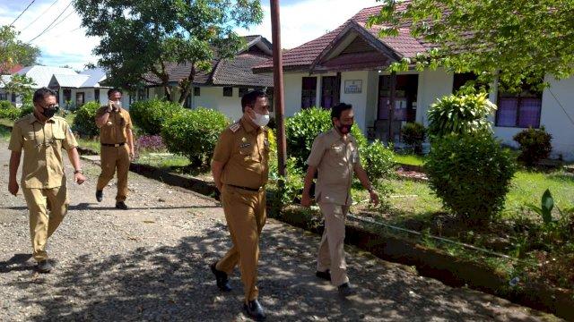 Plt Kadinsos Soroti Bangunan Gedung Mulai Tidak Terurus di UPT Makkareso