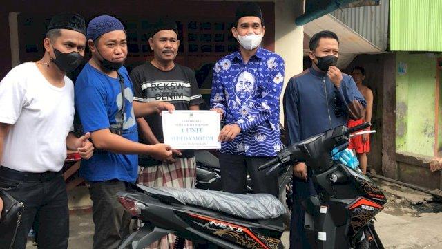 Ketua DPRD Makassar Antar Hadiah Motor Gebyar e-KTA NasDem ke Rumah Kader