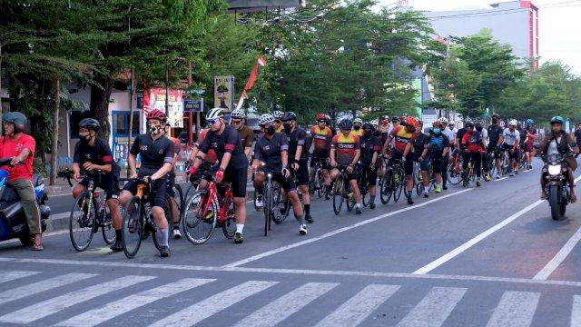 Hari Sepeda Sedunia, Biker Makassar Gowes Bareng Sambil Kampanye Share The Road