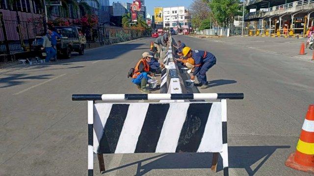 Jaga Estetika Kota, Dinas PU Makassar Percantik Barier di Sejumlah Ruas Jalan