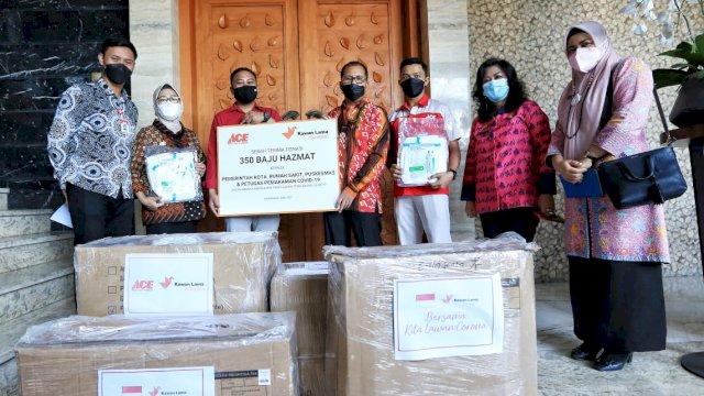 Wali Kota Makassar Terima Bantuan Hazmat dari PT ACE Hardware Indonesia