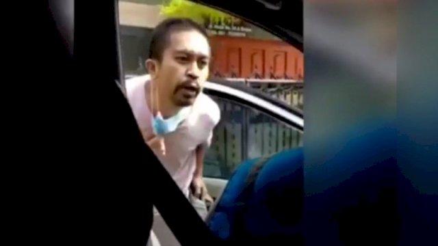 Tangkapan layar terduga pria meludahi petugas PLN di Kota Medan, Sumatera Utara.