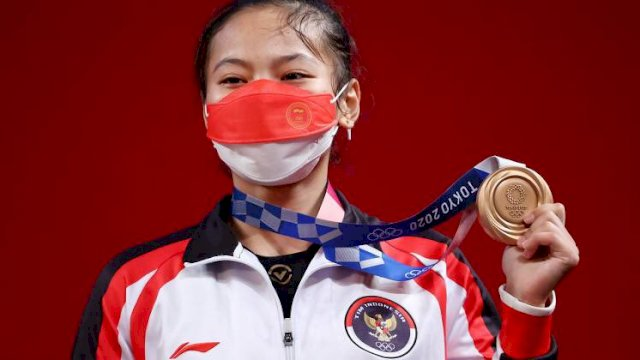 Lifter Indonesia, Windy Cantika Aisah menyumbangkan medali perunggu dari cabor angkat besi, sekaligus menjadi medali pertama Indonesia di Olimpiade Tokyo 2020.