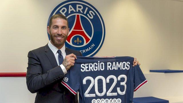 Sergio Ramos resmi berbaju PSG setelah tak lagi memperkuat Real Madrid.