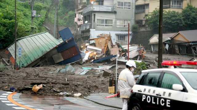 Bencana longsor terjadi di Kota Atami, sebelah barat Tokyo, Jepang, Sabtu (3/7/2021) pagi. (Foto: Sky News.com)