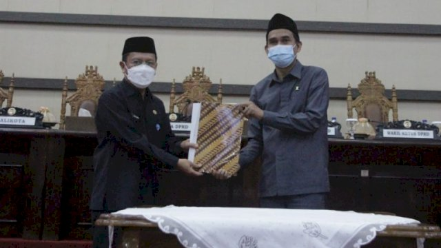 Pemkot Makassar Dan DPRD Kota Makassar Tanda Tangani Persetujuan Ranperda Perusda Parkir jadi Perumda