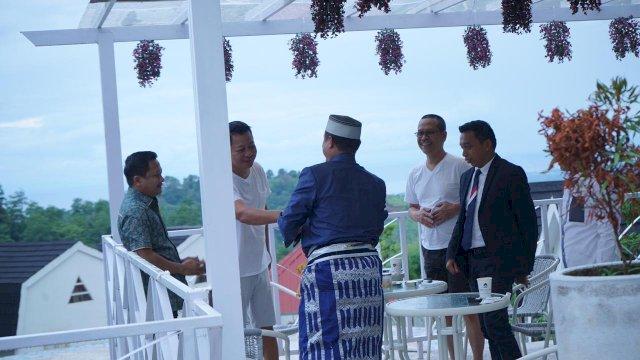 Gunakan Kostum Biru, Plt Gubernur Sudirman Sulaiman Bertemu Elit NasDem Sulsel di Palopo