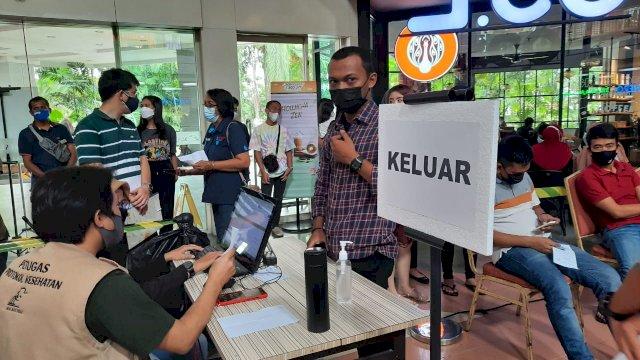 Dukung Makassar Recover, NIPAH dan MaRI Vaksin Massal Karyawan Tenant Bersama Keluarganya