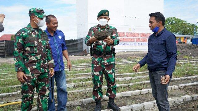 "Jenderal Bintang 2 TNI AD ""Belajar"" Porang di Kebun Wakil Ketua DPRD Sulsel"
