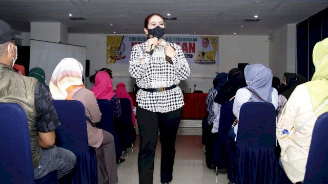 Debbie Rusdin Sosialisasi Kebangsaan Bersama Warga Mamajang