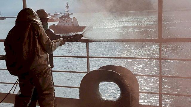 Jelang Peluncuran Isman Apung, Pemkot Makassar Gelar Simulasi Penanggulangan Kebakaran di Kapal