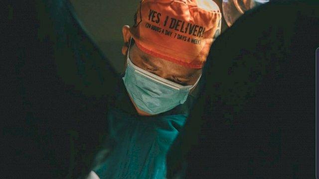 Dokter Fadli Ananda Galang Donasi untuk Nakes di Ruang Isolasi