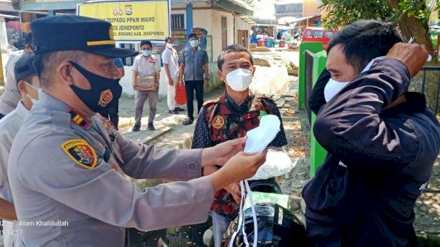 PPKM Mikro, Kapolsek Binamu Gandeng PD Pemuda Muhammadiyah Gelar Baksos