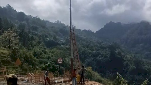 45 KK di Kampung Bonti Pangkep Kini Nikmati Listrik Dari PLN