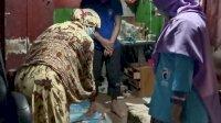 Gelora Makassar Bagikan Olahan Daging Kurban ke Masyarakat yang Sedang Isoman