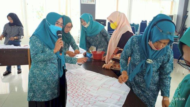 TP-PKK Parepare Hasilkan Jilbab Batik Corak Kanoko dan Nui Asal Jepang