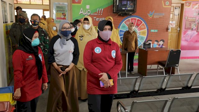 Usai Pelantikan Ketua FMPE TB Kota Makassar, Indira Yusuf Ismail Tinjau Puskesmas Kaluku Bodoa