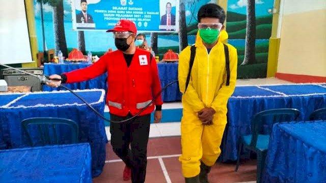 Persiapan Sekolah Tatap Muka, Wabup Takalar Pantau Penyemprotan Disinfektan di Sejumlah SMA