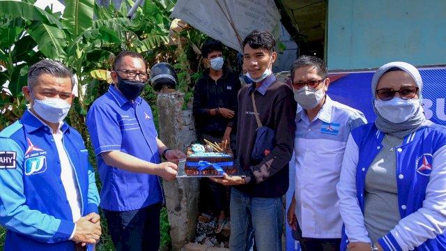 Salurkan Bantuan, Demokrat Sulsel Sisir 7 Asrama Mahasiswa di Makassar