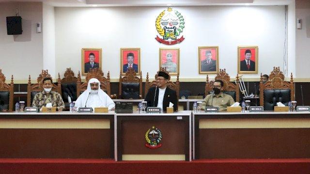 Muzayyin Arif Jamu Direktur Lembaga Ilmu Pengetahuan Islam dan Arab