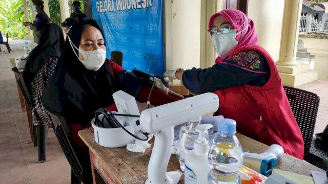 Warga Makassar Antusias Hadiri Vaksinasi Partai Gelora