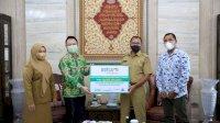 Grab Indonesia Serahkan Bantuan Alkes ke Wali Kota Makassar Danny Pomanto