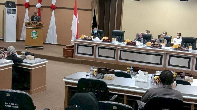 Taufan Pawe Serahkan Rancangan KUA PPAS Perubahan APBD 2021 ke DPRD