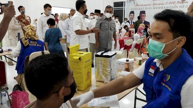Sekjen Ahmad Muzani Tinjau Vaksinasi Gerindra Makassar