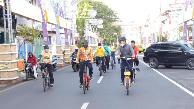 Taufan Pawe Sapa Masyarakat Dengan Bersepeda Keliling Parepare