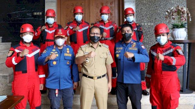 Luwu Berduka, Danny Pomanto Lepas Tim Rescue Damkar Makassar Selamatkan Warga